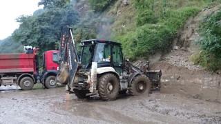 Кално свлачище затруднява движението по Е-79 в Кресненското дефиле