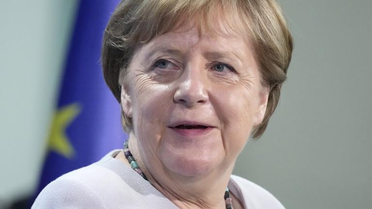 Германският канцлер Ангела Меркел е получила ваксина срещу коронавируса на