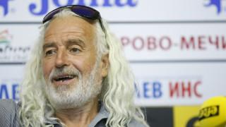 Яне Петков е първият човек, който преплува Дунав в чувал