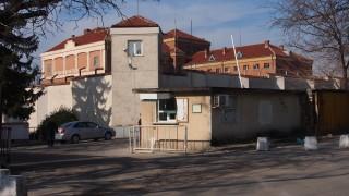 Надзиратели са в болница след пожар във варненския затвор