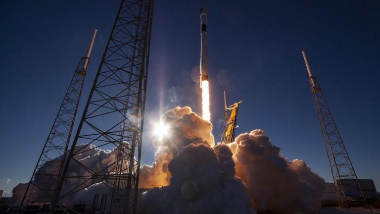 SpaceX изведе в орбита спътник на американските ВВС