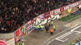 ВИДЕО: Фен падна от трибуните по време на Аякс - Барса