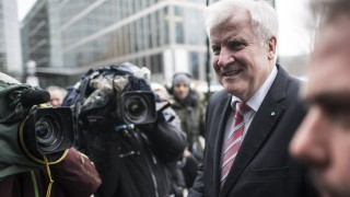 Ислямът не принадлежи на Германия, настоя германският вътрешен министър