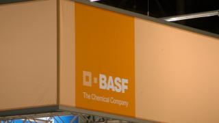 Слуховете за включване на BASF в битката за DuPont сринаха акциите на компанията
