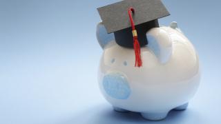 Дълговете за образование в САЩ са скочили до $1,4 трилиона