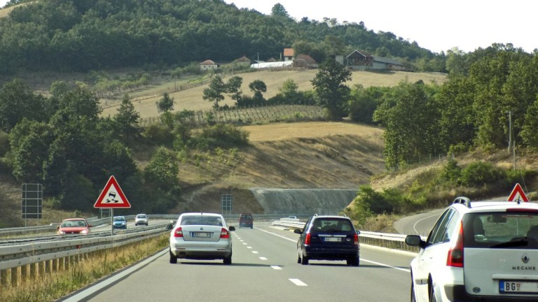 Най-сложната магистрала на Балканите, която е напът да помири две враждуващи съседки