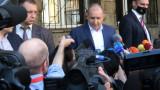 """Радев не помни как е глусавал на 4 април, а днес - за""""държава, в която младите виждат бъдещето си"""""""