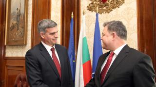 Ненчев обвини Радев, че управлява военното министерство