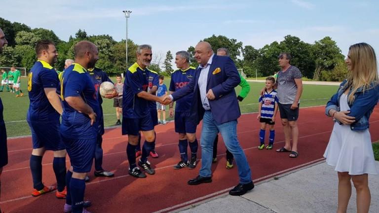 Министърът на младежта и спорта Красен Кралев посрещна в спортен