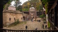 Реставрираха 20 кв.м стенописи на Захарий Зограф в Троянския манастир