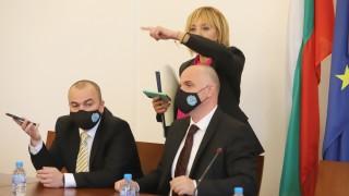 """Реплики тип """"Съдебен спор"""" в комисията по ревизия"""