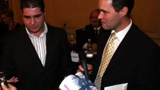 Подариха тоалетна на чешкия посланик в България