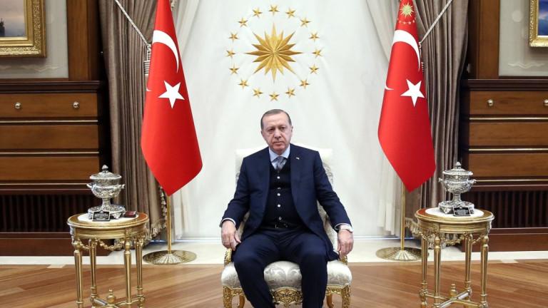 Бивш министър създаде партия, за да сваля Ердоган от власт