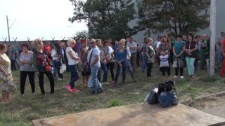 "Стотици работници от ""Винпром Карнобат"" блокираха жп линията Бургас - София"