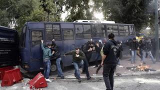 Сълзотворен газ срещу протестиращи учители в Атина