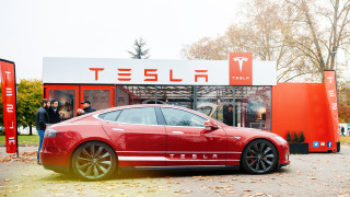 Още една кола на Tesla се взриви