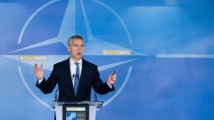 Различията между НАТО и Русия се запазват, обяви Столтенберг