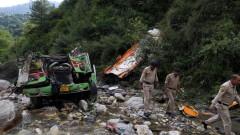 Над 40 души загинаха в Индия, след падане на автобус в пропаст