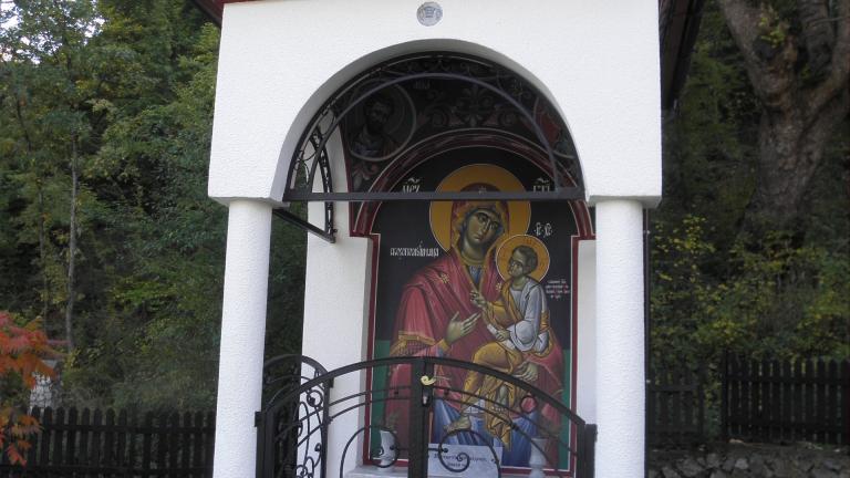 Две години затвор за мъж, задигнал от 5 църкви икони за над 70 000 лв.