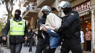 """Двама вербовчици на """"Ислямска държава"""" задържаха в Барселона"""