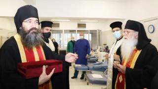 Свещеници благословиха във ВМА медици и пациенти