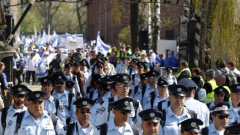 Почетоха паметта на жертвите на Холокоста в Аушвиц