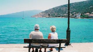 Пенсионери вдигнаха сватба в дом за възрастни във Враца
