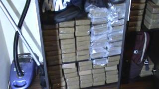 """Трикрилен гардероб в """"Студентски град"""" натъпкан с кокаин"""