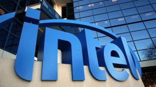 Intel е готова да придобие конкурент за $100 милиарда, за да спре потенциална сделка