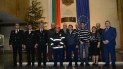 Наградиха тримата доброволци, спасили възрастни хора от пожар в село Овча могила