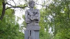 ФК Левски поднася цветя пред паметника на Георги Аспарухов
