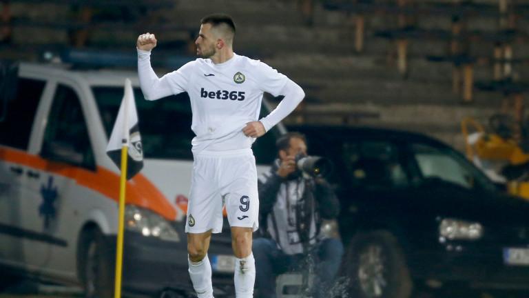 Славия вкара два гола на Левски от три точни удара