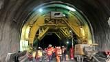 """Полагат вторичната облицовка в тунел """"Железница"""" на АМ """"Струма"""""""