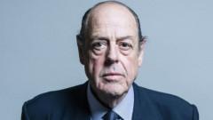 Би Би Си: Изключиха и внука на Чърчил от фракцията на консерваторите