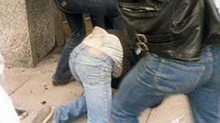 Мъж се пребори с трима нападатели в центъра на София