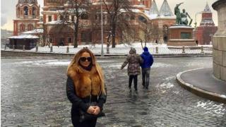 Певицата Юнона се потопи в зимна приказка в Москва