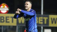 Той е футболен номад и шегаджия, той е Валери Божинов