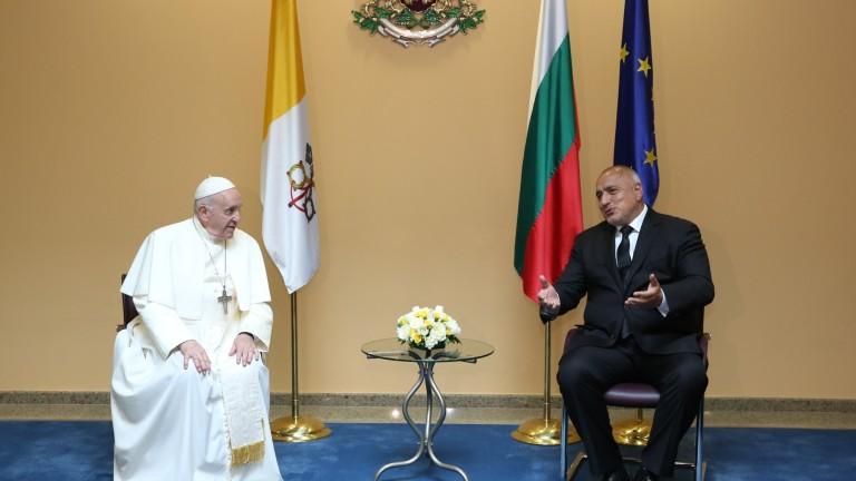 Папа Франциск: България винаги е била мост между Изтока и Запада; Тежка катастрофа край Асеновград - двама загинаха, трима ранени