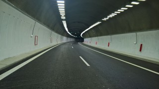 Не работи осветлението в Кривия тунел на Кресненското дефиле