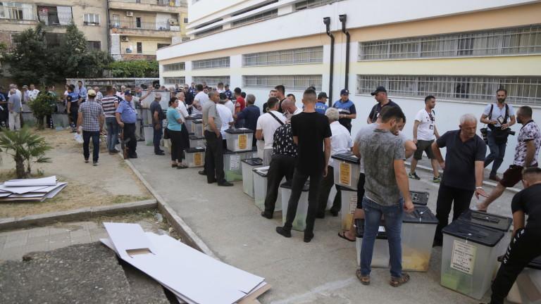 Рекордно ниска избирателна активност на спорния местен вот в Албания