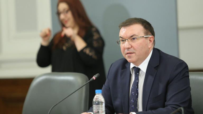 С благодарности към медиците здравният министър започна Костадин Ангелов последния