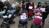Държавата не може да помогне на майките в отглеждането на децата