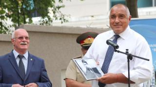 Борисов и Фандъкова откриха обновената сграда на НСА, премиерът получи снимка на Гунди