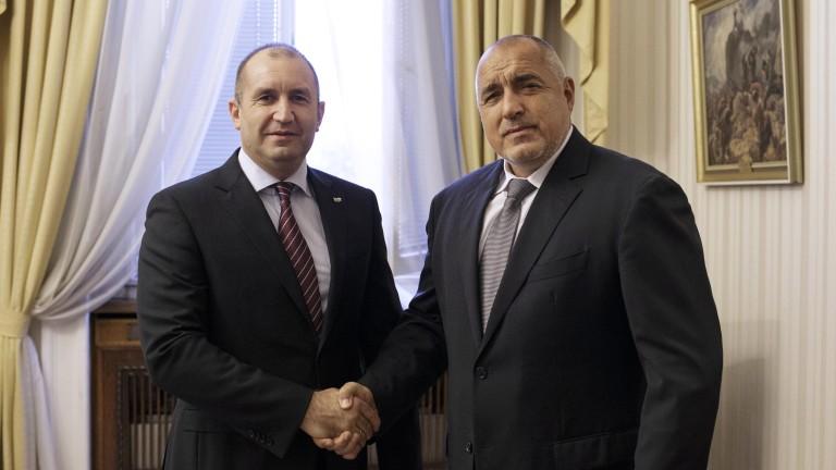 """Отношенията между Борисов и Радев били """"театър с елементи на фарс"""""""