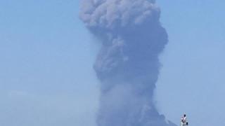 Един турист загина след изригване на вулкана на остров Стромболи