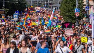 Унгария ограничи продажбата на гей книги за младежите