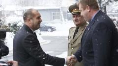 Президентът иска по-голямо внимание към армията