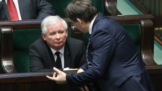 Демокрацията в Полша е в отлична форма, дръзко отговаря Варшава на Брюксел