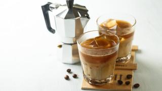 Топло или студено кафе – в кое има повече кофеин