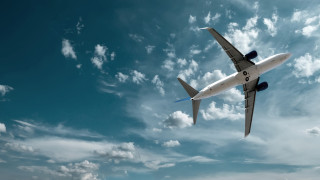 Коронавирусът спря над 90% от международните полети в света